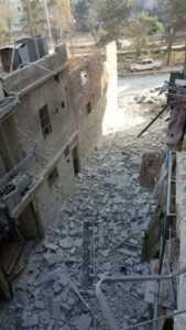 Bana'nın ailesiyle oturduğu bina.. Bombalarla yıkılmış..