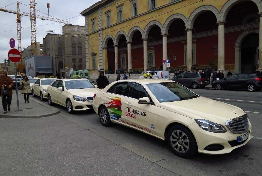 Almanya'da taksilerin çoğunluğu lüks araçlardan oluşuyor.