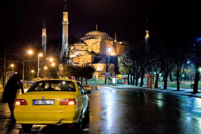 İstanbul'daki taksilerin çoğunun hasarlı ve kalitesiz arabalardan oluştuğunu gözlemlemek zor değil.