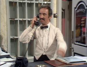 Fawlty Towers'daki sakar İspanyol uşak.. Manuel..