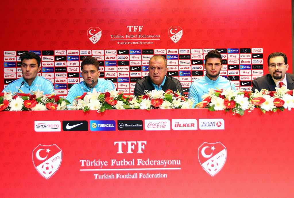 Kosova maçı öncesi yapılan basın toplantısında Fatih Terim; yanına genç oyuncular Okay Yokuşlu, Cengiz Ünder ve Kaan Ayhan'ı almayı tercih etti.