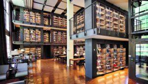 Zengin bir kütüphane..